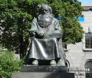 Памятник «Рунопевец» Петри Шемейкка в Сортавала